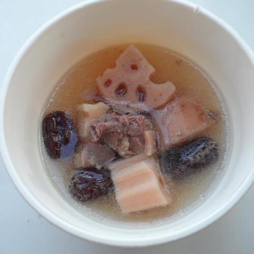 滋补的红枣莲藕排骨汤