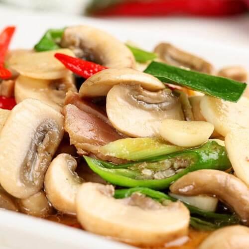 好吃的蒜苔炒蘑菇