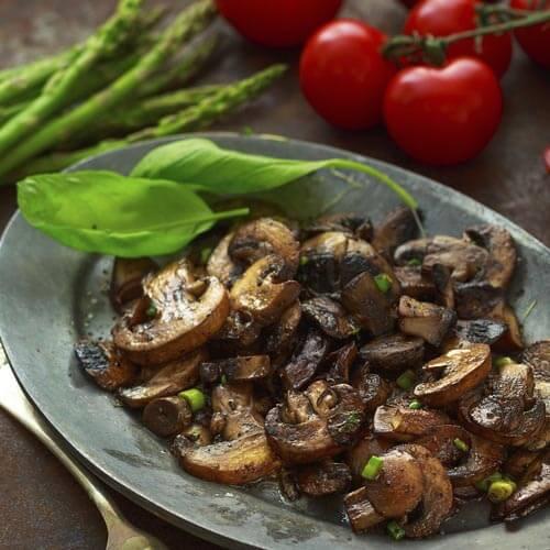 美味的蒜苔炒蘑菇