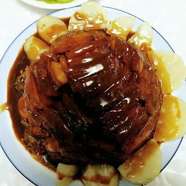美味的土豆扣肉的家常做法