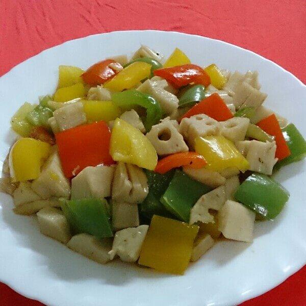 美味的青椒炒藕