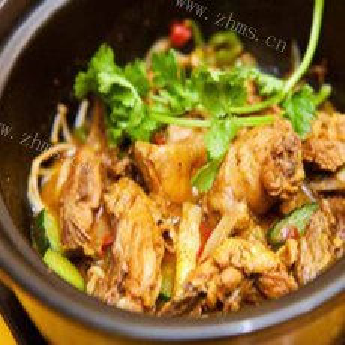 美味的石锅焖鸡