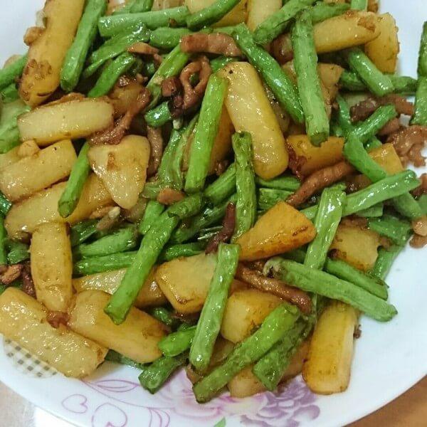 简单美味的土豆烧豇豆