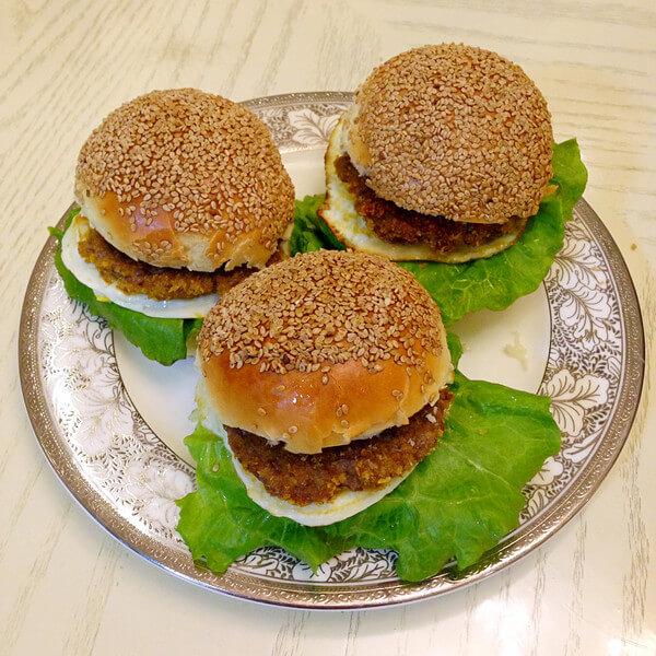 美味的牛肉汉堡包的做法