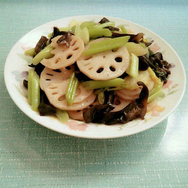 美味的木耳炒藕