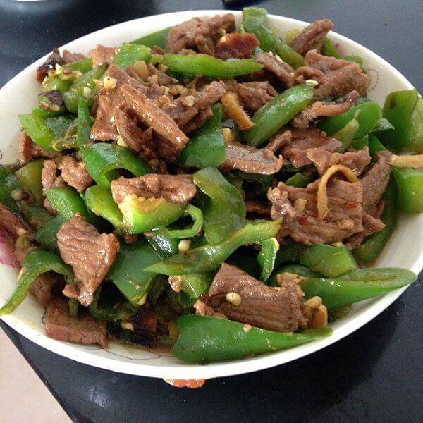 美味的生牛肉炒青椒的做法