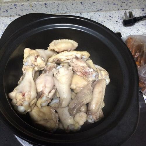 美味的砂锅鸡腿