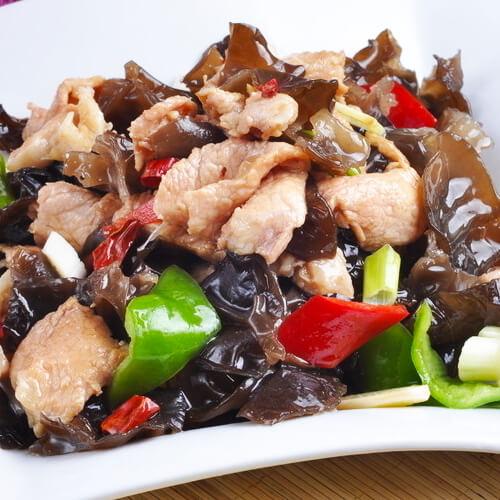 营养丰富的黑木耳炒瘦肉