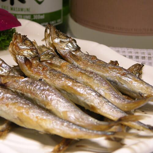 南瓜花酥配多春鱼