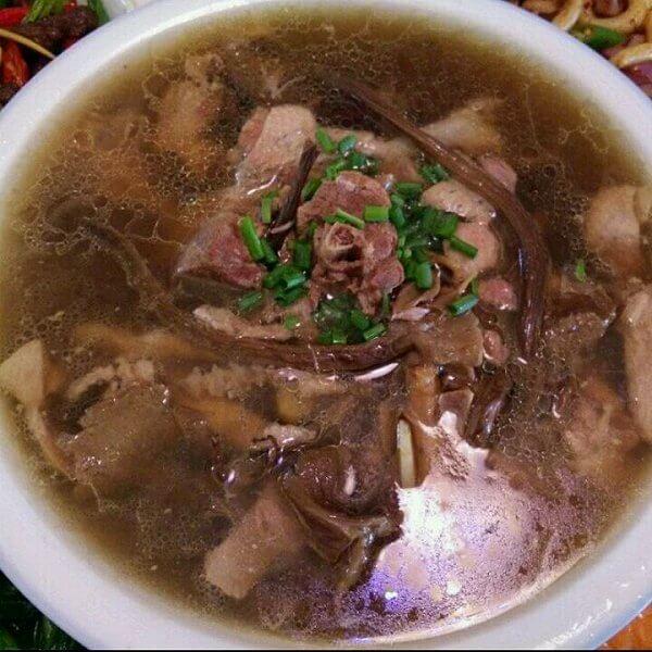 鸭肉炖茶树菇