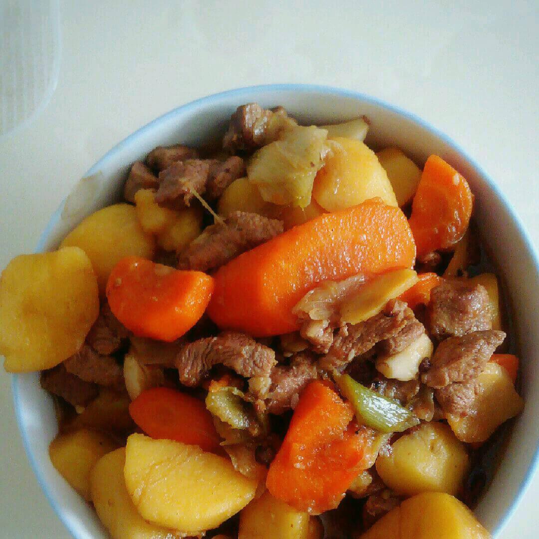 美味的土豆炖猪肉的做法