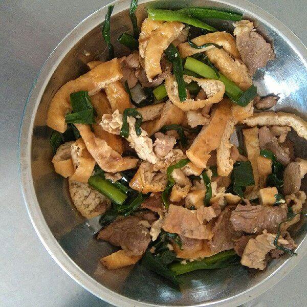 清淡的瘦肉焖豆腐