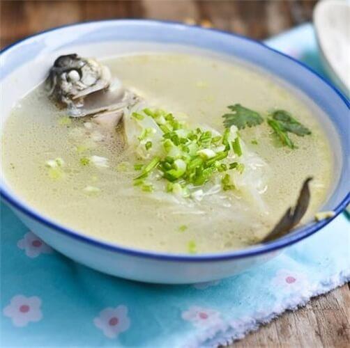 美味的鲫鱼萝卜汤