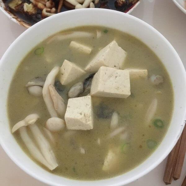 美味的海蛎子豆腐汤