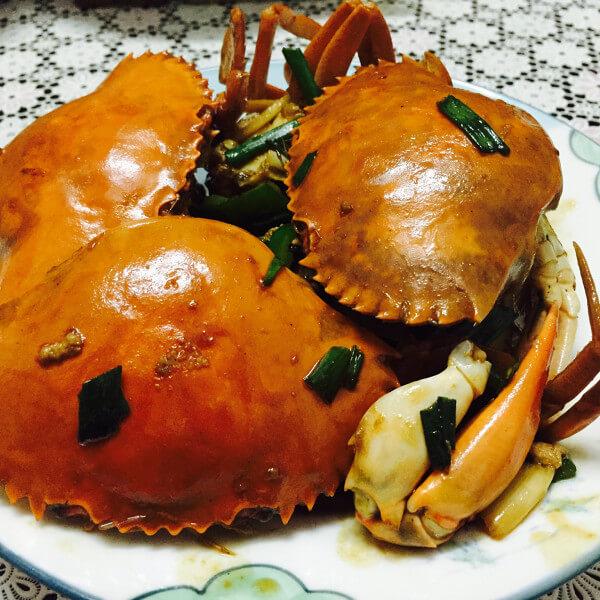 色泽鲜亮的红烧螃蟹