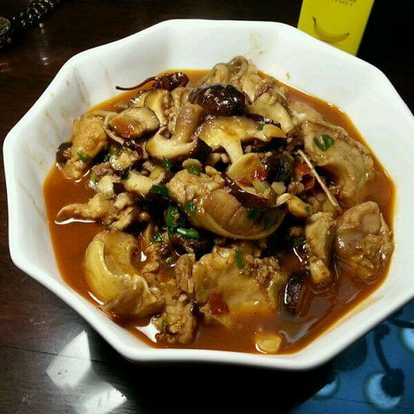 美味的香菇烩豆腐