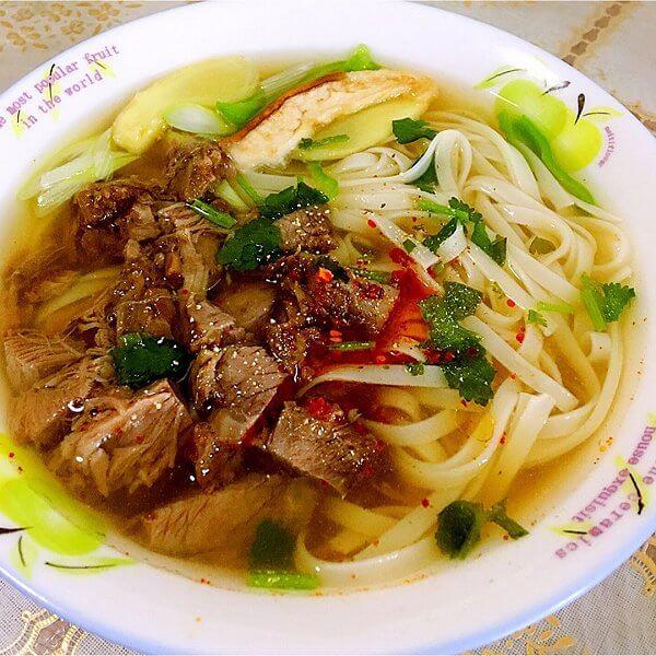 美味的牛肉汤面的做法