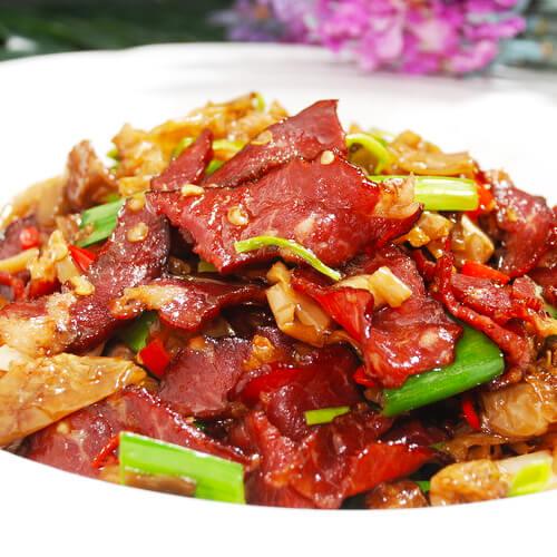 生牛肉炒青椒的做法