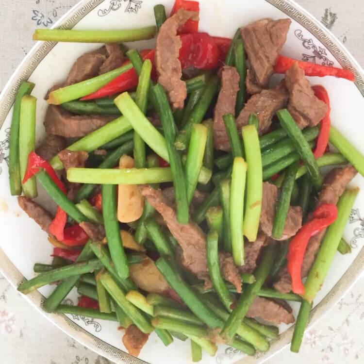 家常菜牛肉炒蒜苗