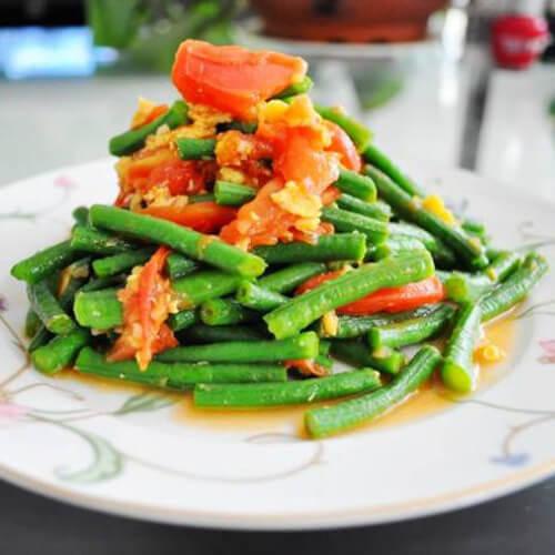 家常西红柿炒豇豆的做法