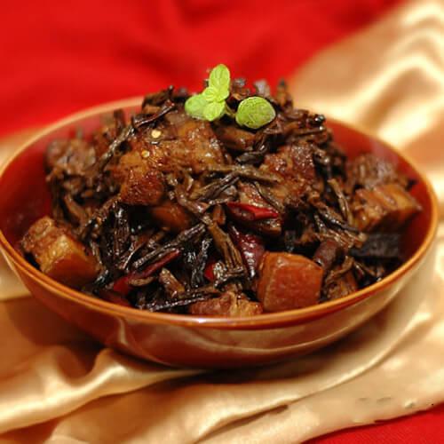 美味的干豇豆炒腊肉