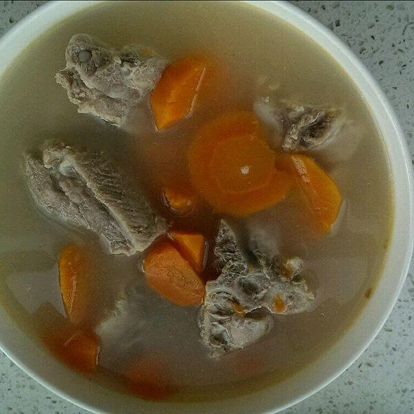 营养美味的胡萝卜猪骨汤