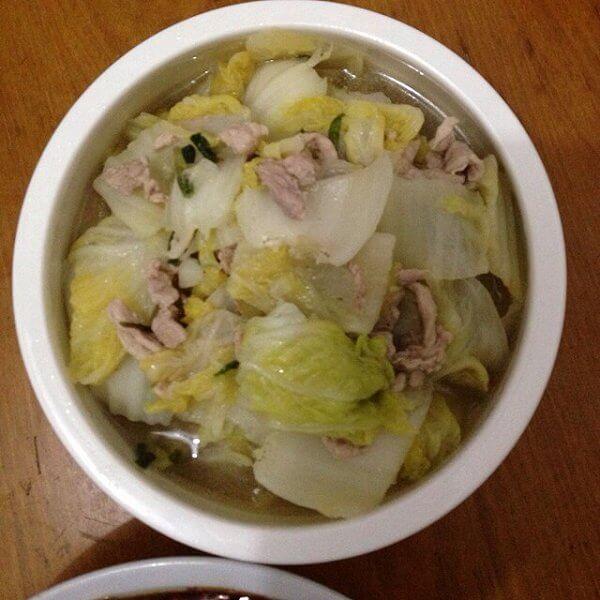 美味的白菜炖鸡肉