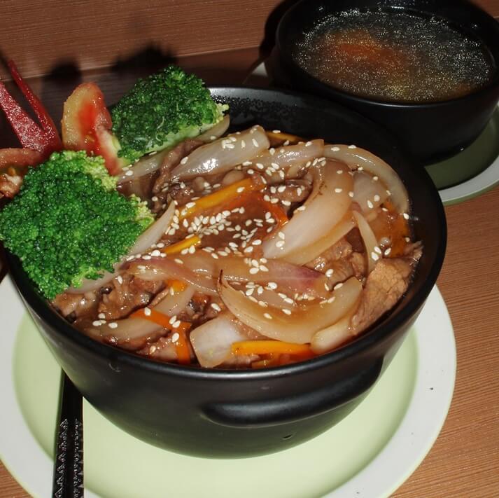 砂锅牛肉饭