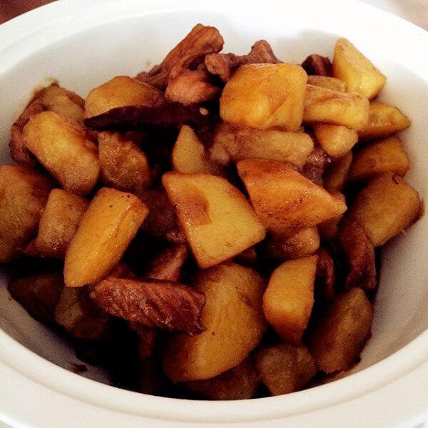 家常土豆炖猪肉的做法
