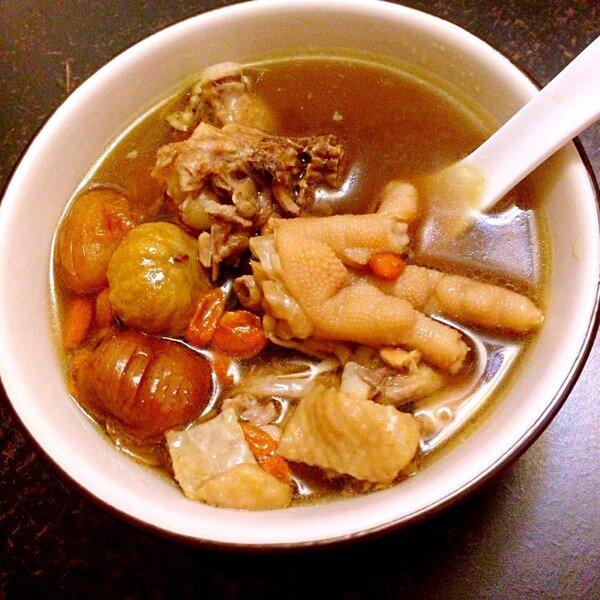 简单的玉米板栗鸡汤