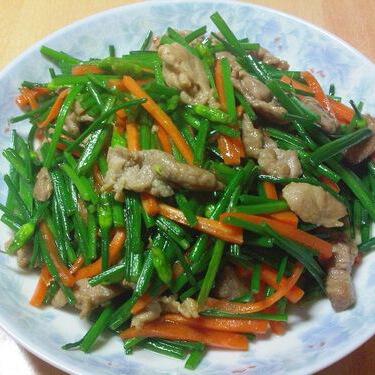 美味的炒韭菜苔