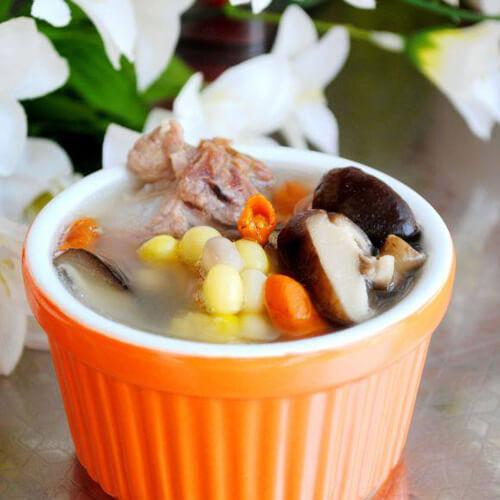 咸鲜的香菇玉米排骨汤