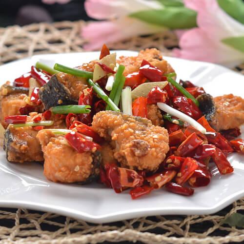 传统特色菜肴辣子鱼块