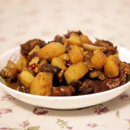 土豆烧鸡公的做法