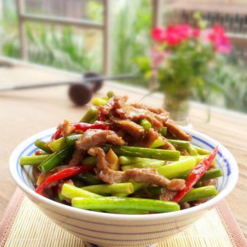 牛肉炒蒜苔的做法