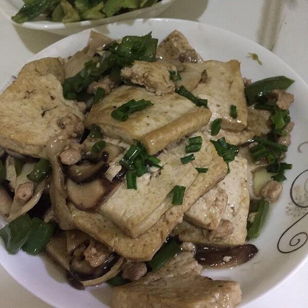 家常香菇烩豆腐