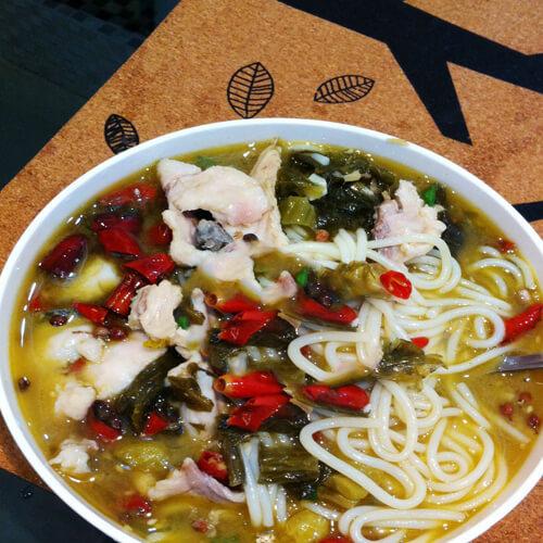 酸菜鱼片汤面