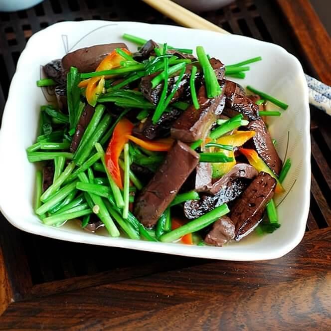 家常猪血炒韭菜的做法