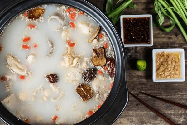 海南胡椒秘制猪肚鸡煲,带你回到春天的额温暖