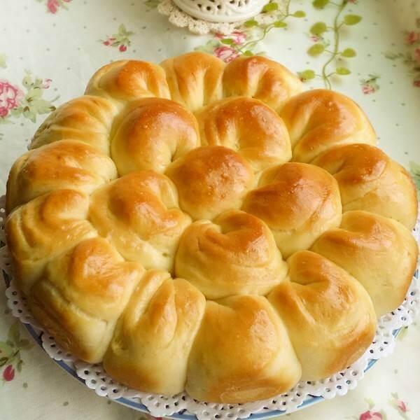 甘脆的花朵面包