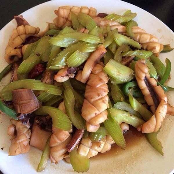 鲜香美味芹菜炒鱿鱼