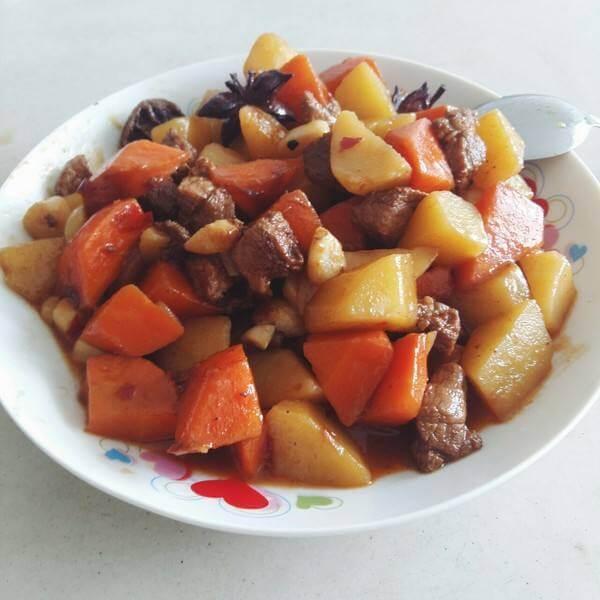 胡萝卜烧肉