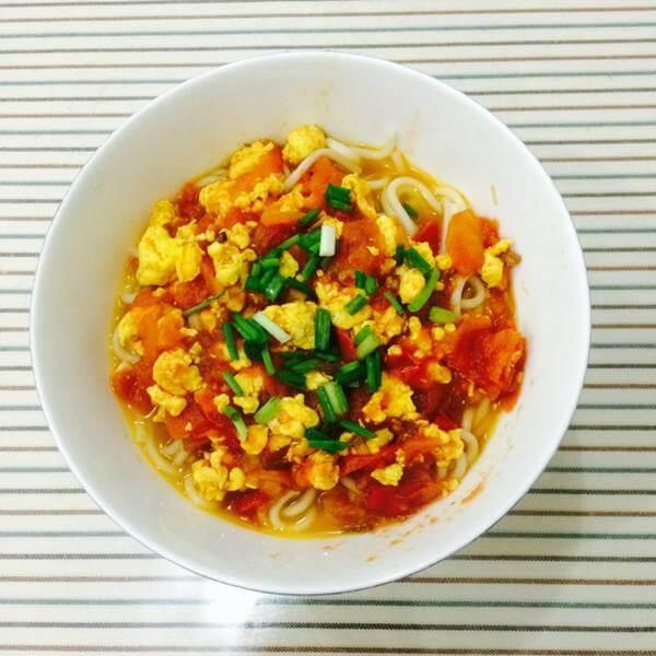 垂涎欲滴的西红柿鸡蛋打卤面