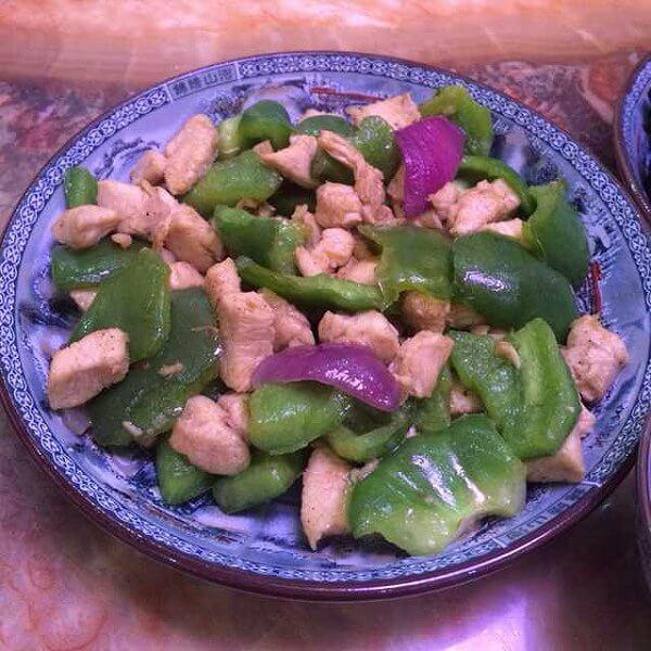 青椒炒鸡丁
