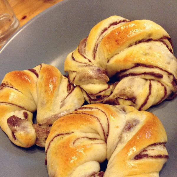 绵软的豆沙面包卷