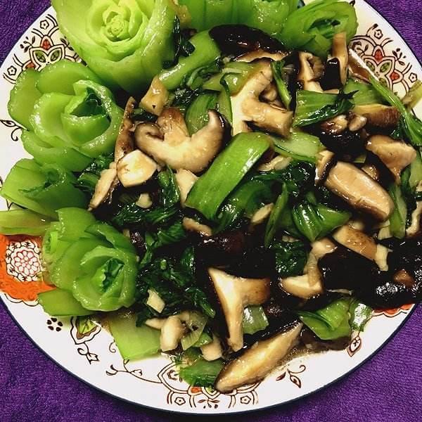 营养丰富的香菇炒油菜