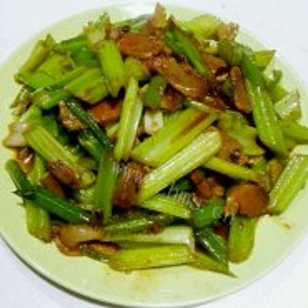 腊肉炒芹菜