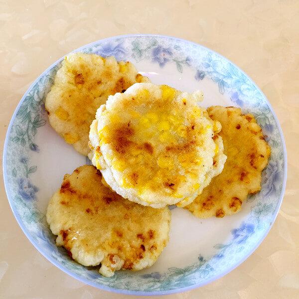 自制香甜玉米饼