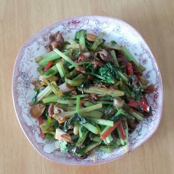 芹菜炒香肠