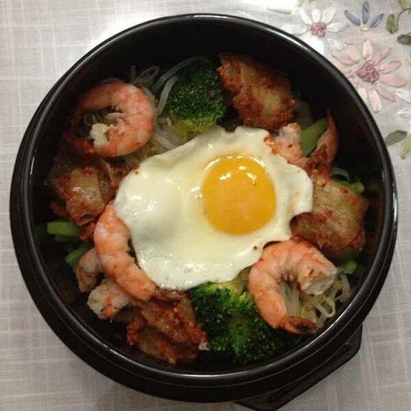美味晚餐韩式石锅拌饭